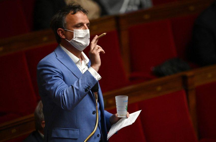 Polêmica: Deputado francês exibe baseado de maconha no parlamento