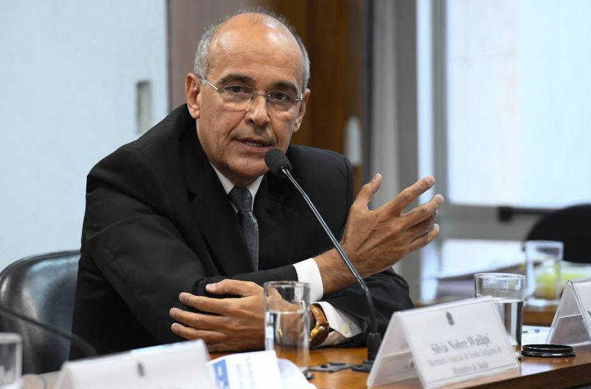 Presidente do CFM que foi contra a aprovação do CBD reconhece os seus benefícios