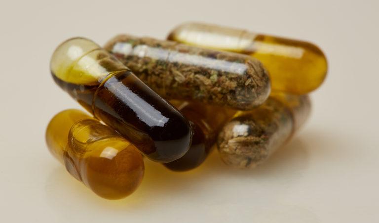 Cápsulas de cannabis podem se tornar mais eficientes que o óleo, segundo estudo