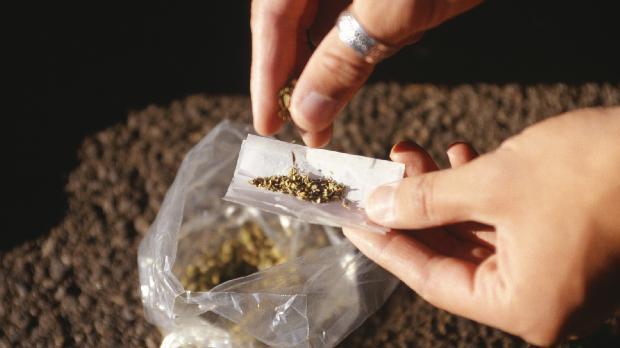 Fumar maconha pode causar câncer?